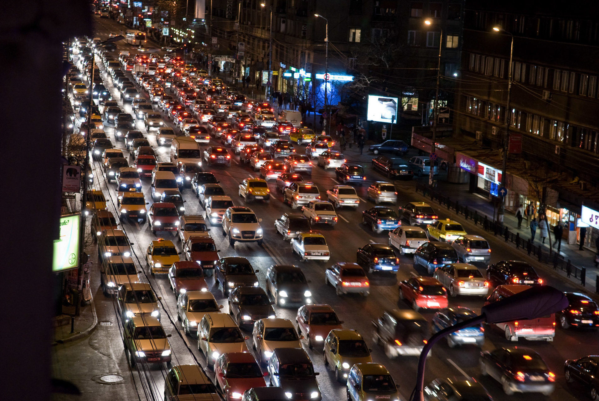 De dagelijkse file in de straten van Boekarest, Roemenië 2007.